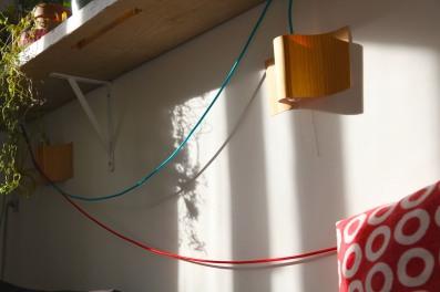 Wand Lampen bunte Kabel